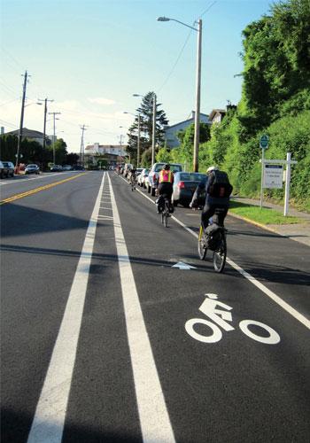 Buffered bike lane / NACTO
