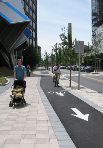 Raised cycle track (Cambridge) / NACTO
