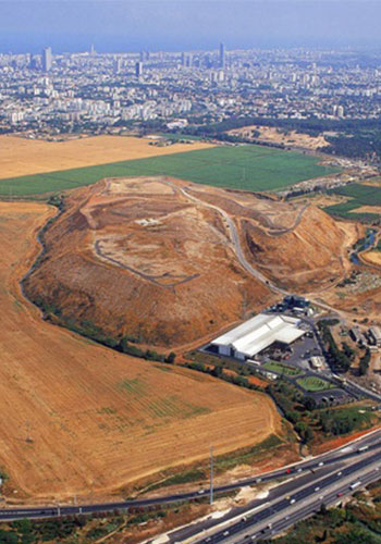 """Mount"" Hariya Landfill / Latz+Partners"