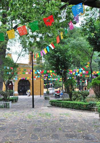 Santa Catalina Plaza and Church located on Avenida Sosa in the Coyoacan borough of Mexico City / Thelmadatter