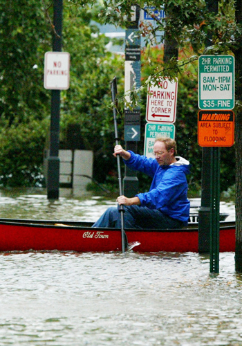Old Dominion Boat Club Manager John Sterling rows a canoe on flooded King Street after Hurricane Isabel / Getty Images by Alex Wong
