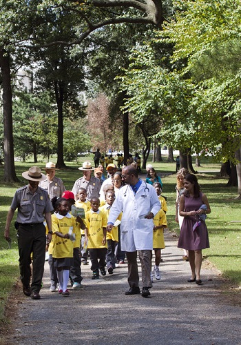 Dr. Robert Zarr leads a hike through a park in Washington, D.C. / National Park Service by Diana Bowen