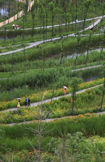 ASLA 2014 Professional General Design Honor Award. Slow Down: Liupanshui Minghu Wetland Park, Turenscape / Kongjian Yu