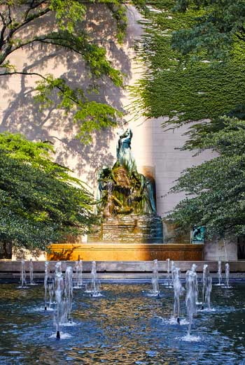 ASLA 2015 Landmark Award. The Art Institute of Chicago, South Garden, by Dan Kiley / Tom Harris