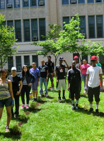 Kingsbridge International High School in the Bronx Garden Day / New York Daily News