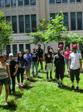 Kingsbridge International High School in the Bronx Garden Day / New York Daily News
