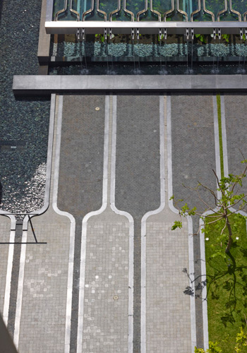 ASLA 2015 Professional General Design Honor Award. IBM Plaza, Honolulu bt SURFACE DESIGN, / Marion Brenner