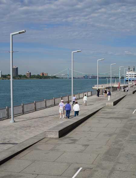 Detroit river boardwalk / Jared Green