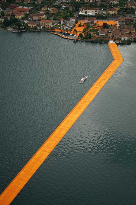 The Floating Pier / Wolfgang Volz © christo