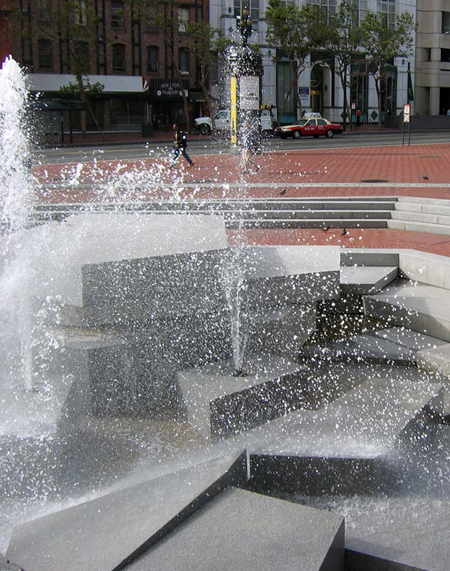 Fountain at United Nations Plaza / Charles A. Birnbaum, 2005