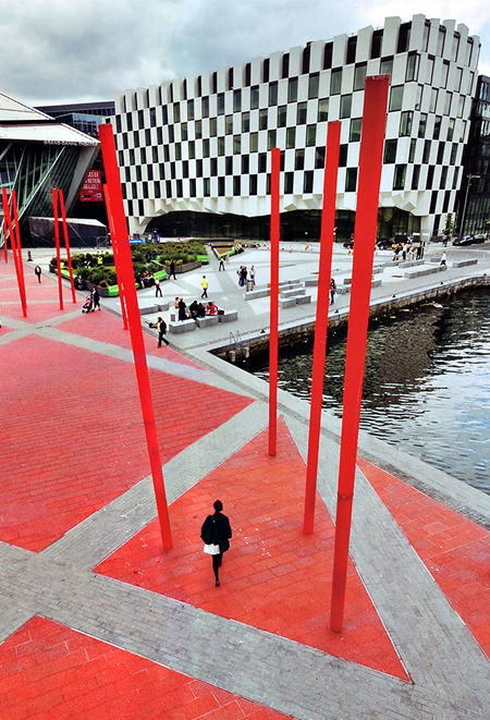Grand Canal Square Dublin by Martha Schwartz Partners / Martha Schwartz Partners
