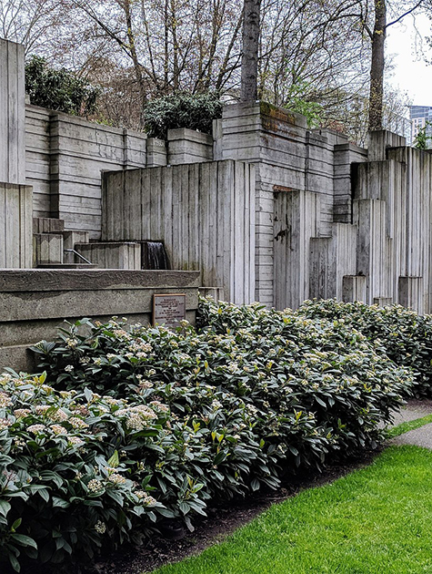 1920px-Freeway_Park_Seattle
