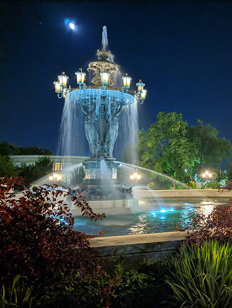 1280px-Bartholdi_Park_at_night.jpg